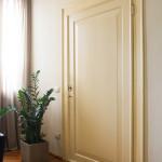 Porta restaurata ad uno specchio, laccata